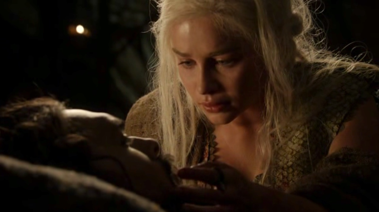 Dany (Emilia Clarke ) and Drogo (Jason Mamoa) in GOT 110
