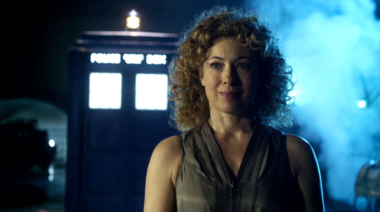 River-Song-(Alex-Kingston)-in-A-Good-Man-Goes-to-War