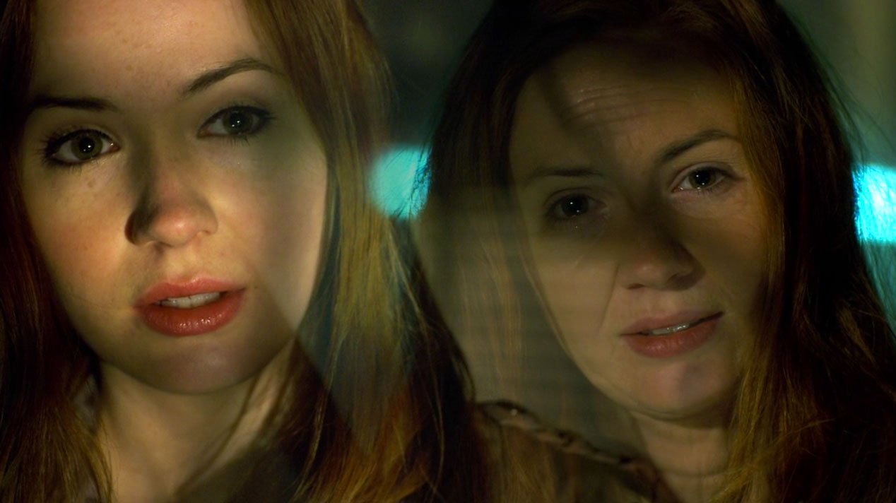 Amy-Pond-(Karen-Gillan)-and-Amy-Pond-in-The-Girl-Who-Waited