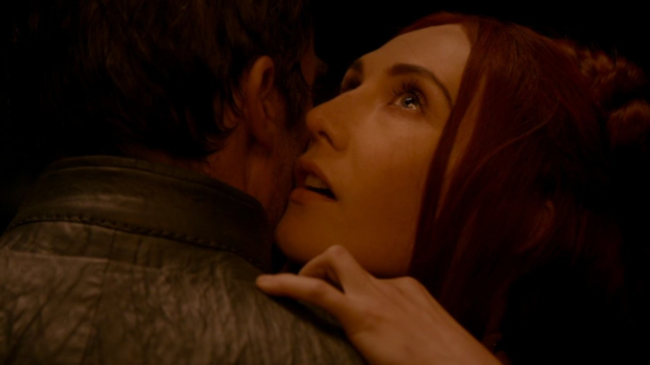 Stannis (Stephen DIllane) and Mellisandre (Carice Van Houten) in GOT 202