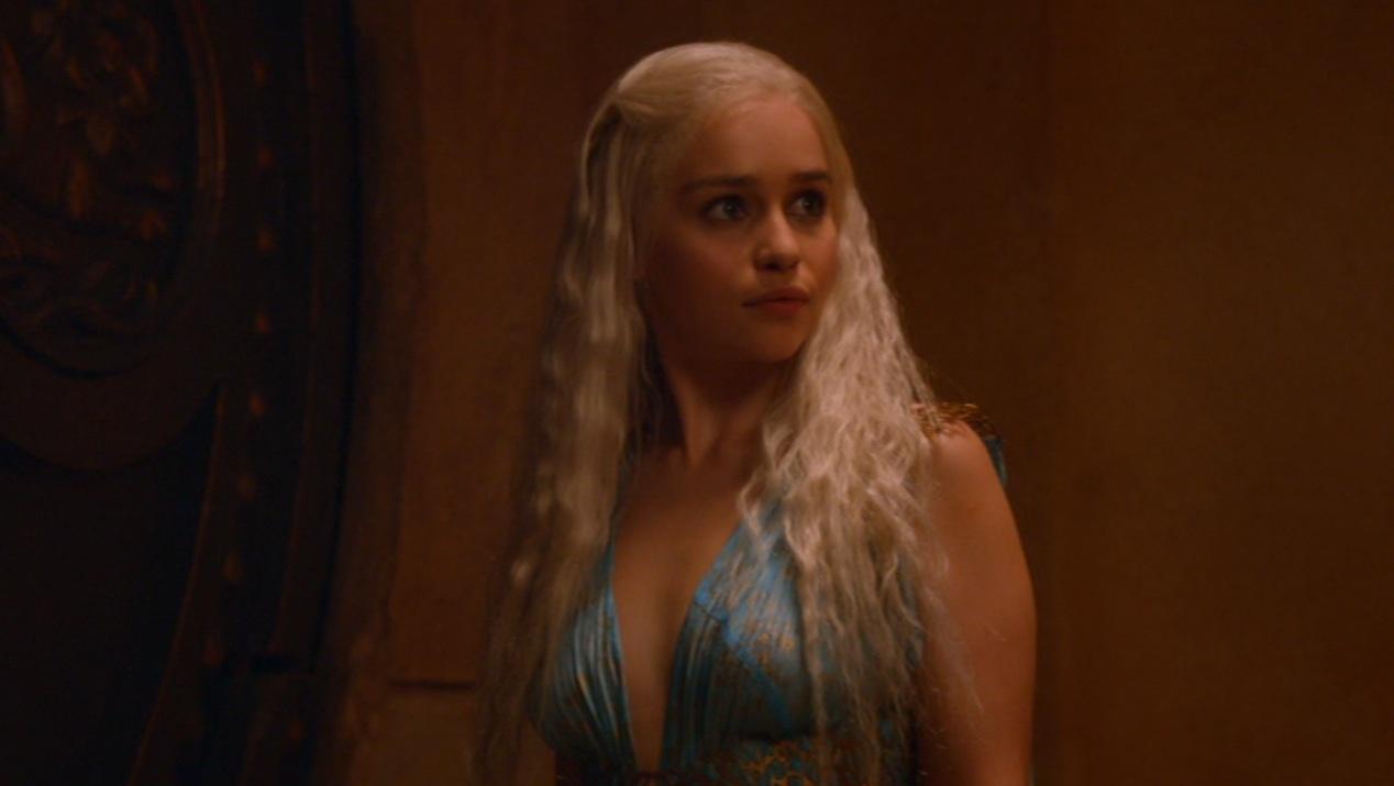 Daenerys (Emilia Clarke) in GOT 205
