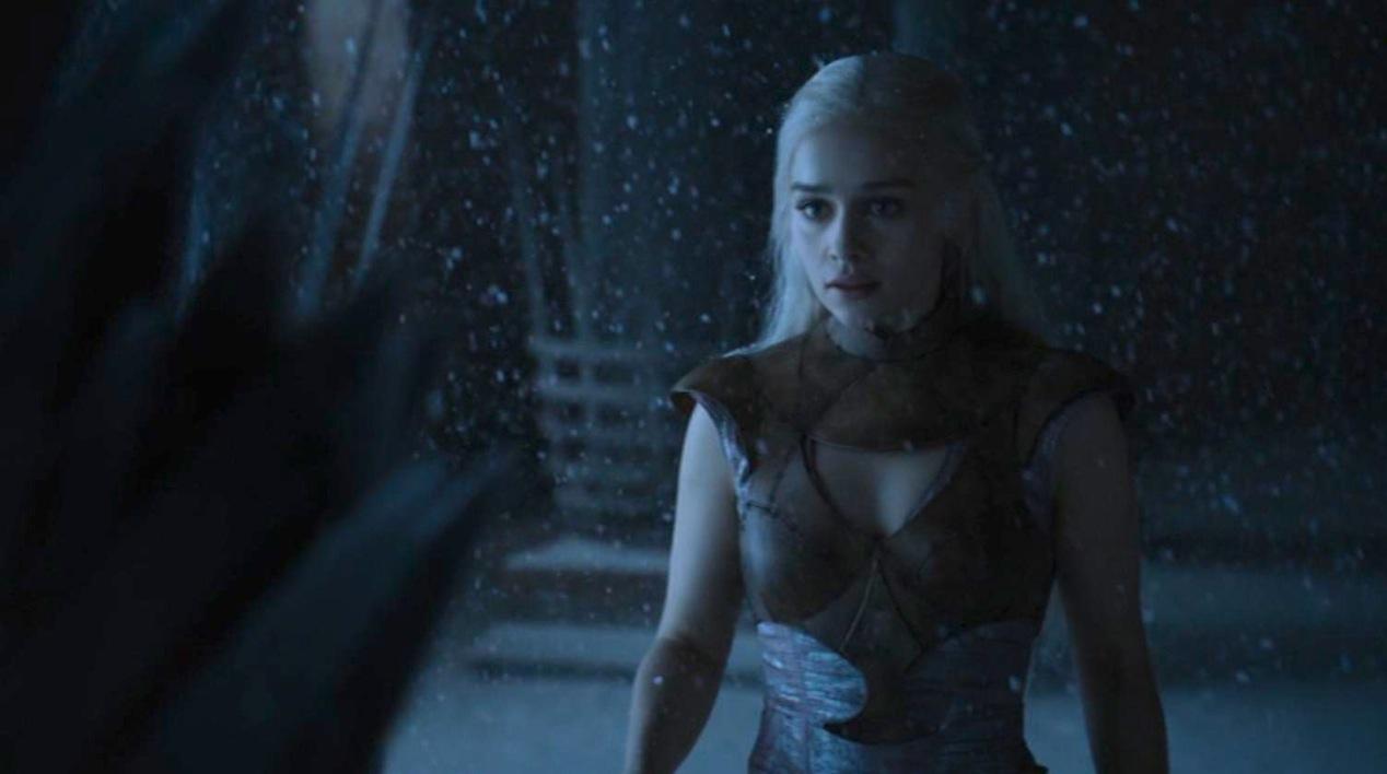 Daenerys (Emilia Clarke) in GOT 210