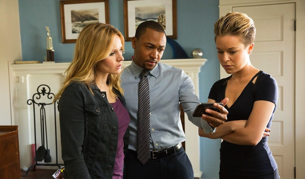 Kristen-Bell-Percy-Deggs-III-and-Tina-Majorino-in-VERONICA-MARS
