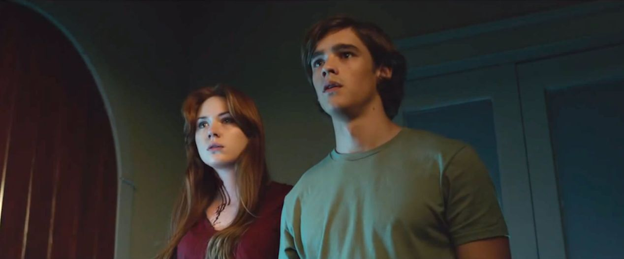 Karen-Gillan-and-Brenton-Thwaites-in-OCULUS