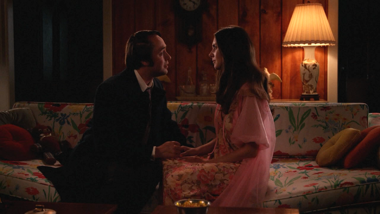 Pete (Vincent Kartheiser) and Trudy (Alison Brie)
