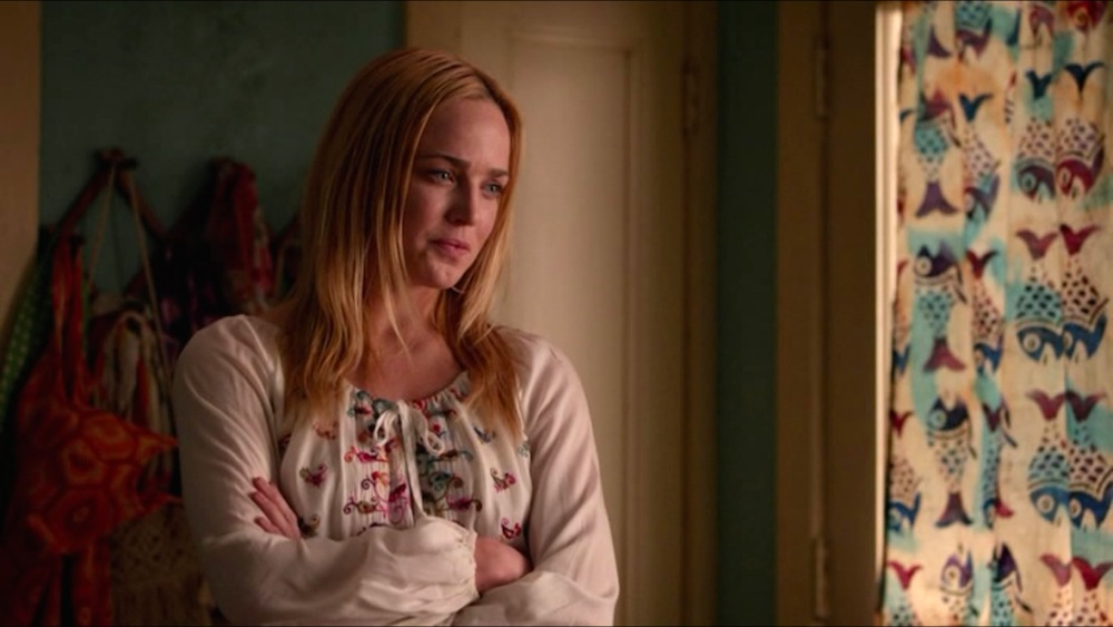 Stephanie (Caity Lotz)