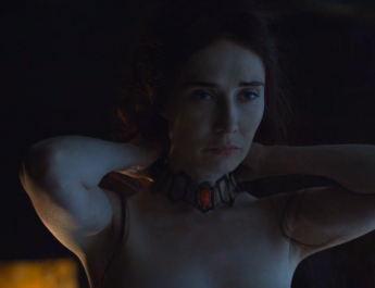 Melisandre (Carice Van Houten) in Game of Thrones 6x01 - The Red Woman