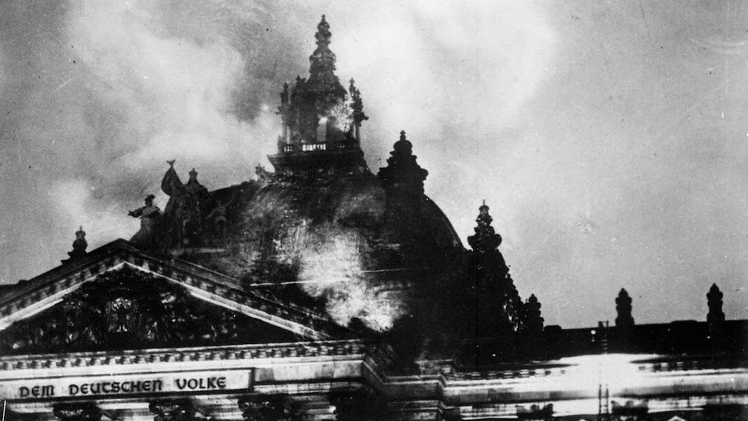 The Reichstag fire, February 27, 1933. (Image: rarehistoricalphotos.com)