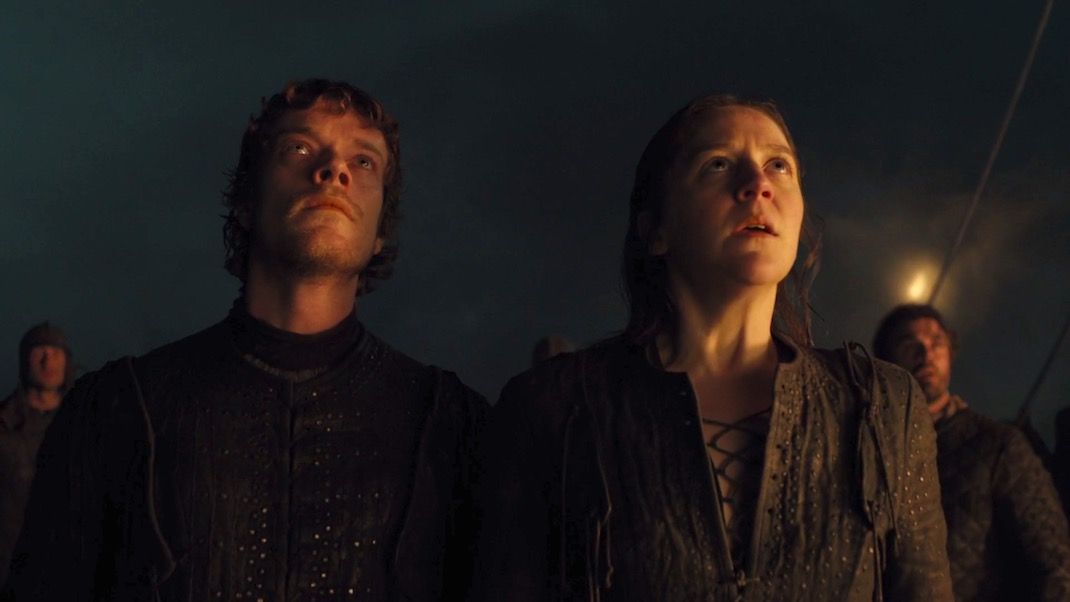 Theon (Alfie Allen) and Yara (Gemma Whelan) in GAME OF THRONES 7x02 - STORMBORN