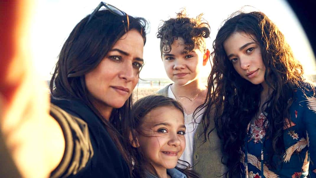Pamela Adlon, Olivia Edward, Hannah Alligood, and Mikey Madison in BETTER THINGS