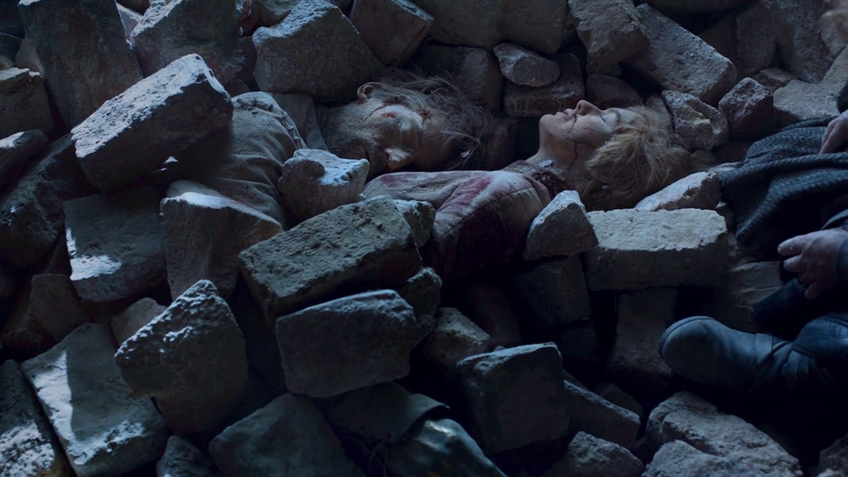The bodies of Jaime and Cersei Lannister in GoT 8x06 - The Iron Throne