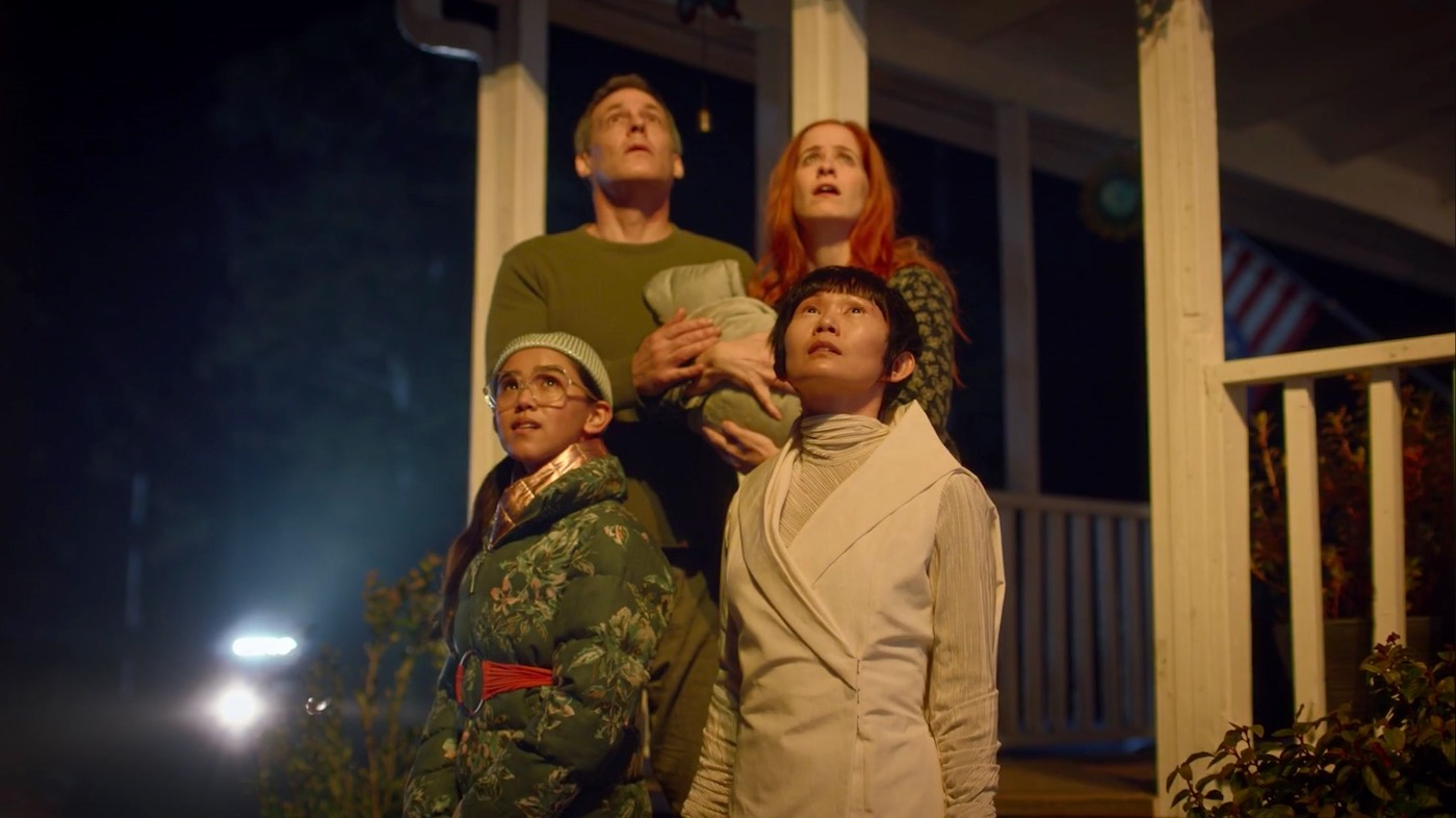 Robert Pralgo, Christine Weatherup, Jolie Hoang-Rappaport, and Hong Chau in WATCHMEN 1x04