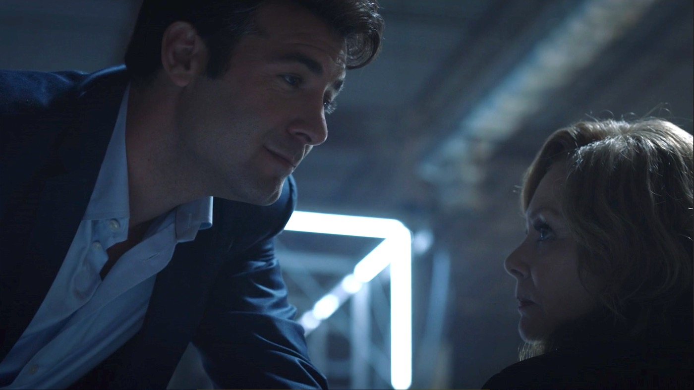 James Wolk and Jean Smart in WATCHMEN 1x07