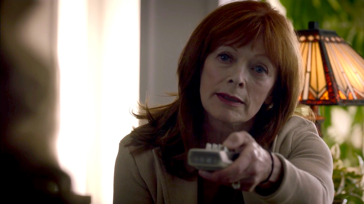 Jane Crawford (Frances Fisher) in WATCHMEN 1x07