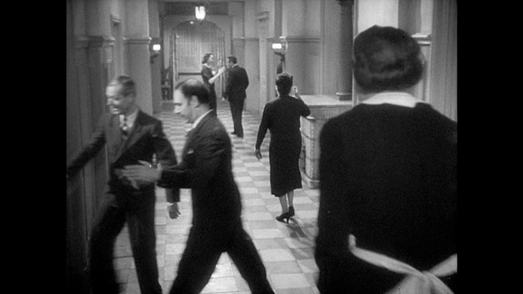 Hallway scene in THE RULES OF THE GAME