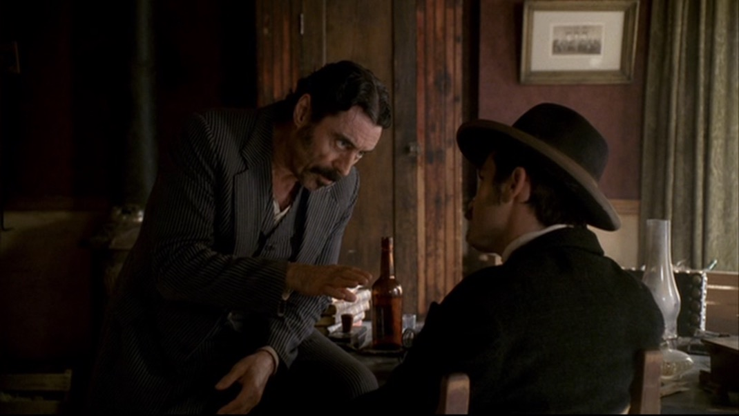 Ian McShane and Timothy Olyphant in DEADWOOD 1x11 - Jewel's Boot is Made for Walking