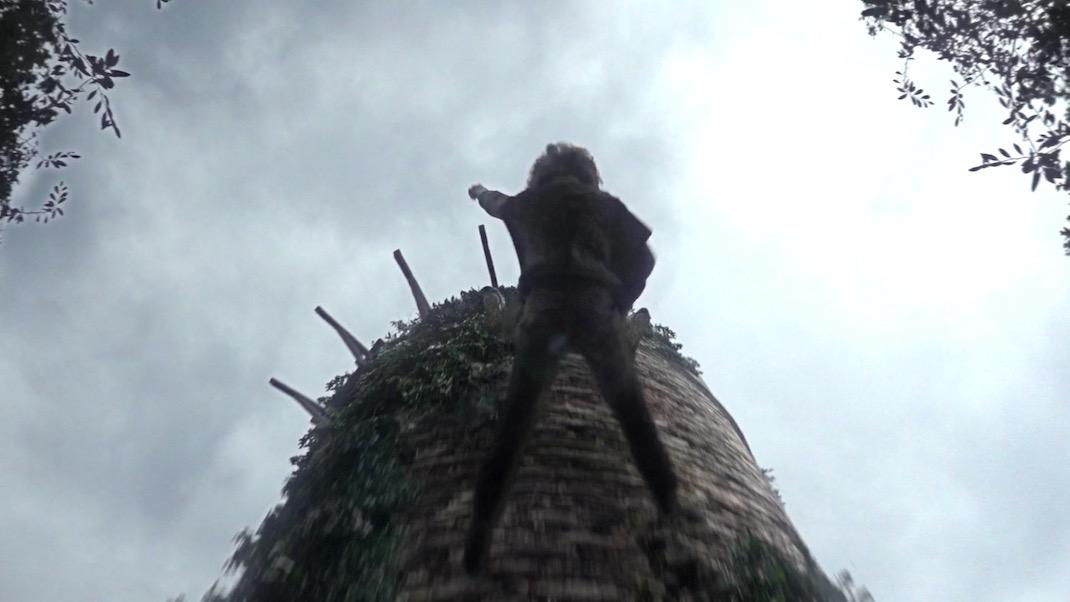 Bran Falls in GOT 1x01 - Winter is Coming