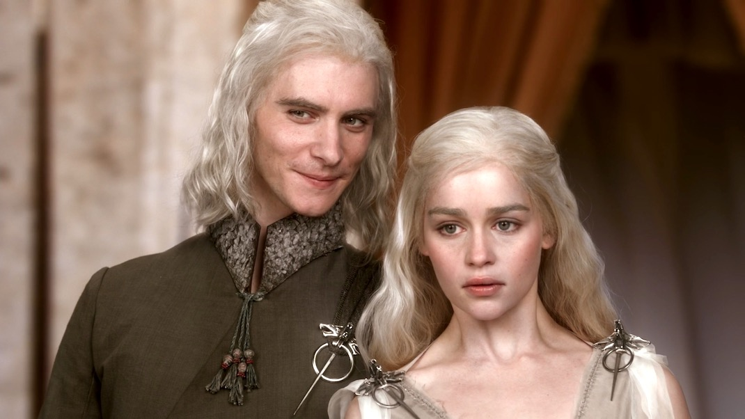 Viserys and Daenerys in GOT 1X01 - Winter is Coming